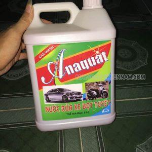 Nước rửa xe Anaquat có mùi thơm và dưỡng bóng xe
