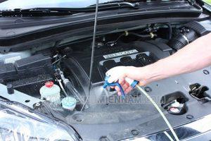 Vệ sinh khoang máy góp phần không nhỏ để giữ gìn giá trị của chiếc xe hơi