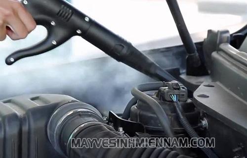 Vệ sinh khoang máy ô tô bằng hơi nước nóng được áp dụng phổ biến ở Hà Nội