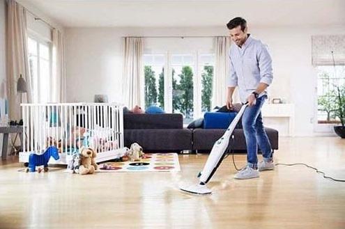 Máy lau sàn nhà sử dụng hơi nước giúp diệt khuẩn và nấm mốc hiệu quả