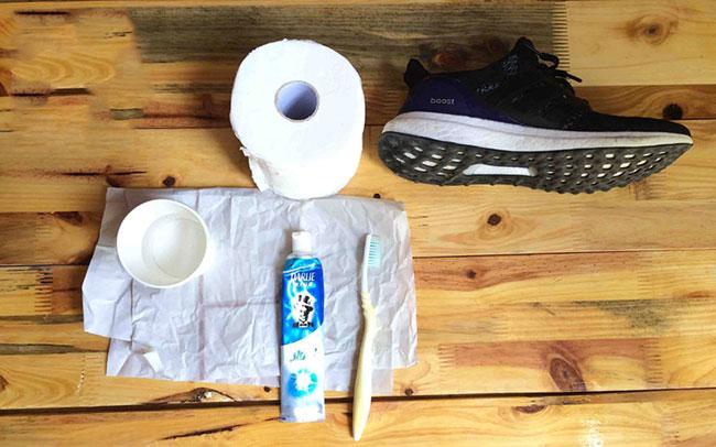 Cách đánh giày thể thao bằng kem đánh răng