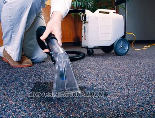 Máy giặt thảm phun hút giúp người dùng làm sạch thảm nhanh chóng