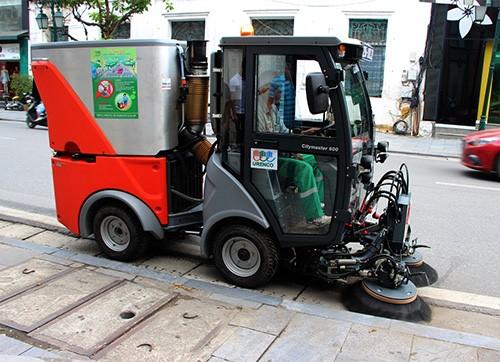 xe quét rác được sử dụng thường xuyên tại các thành phố lớn