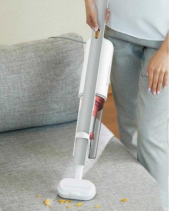 Đầu hút bàn chải được sử dụng để hút bụi bẩn của ghế sofa