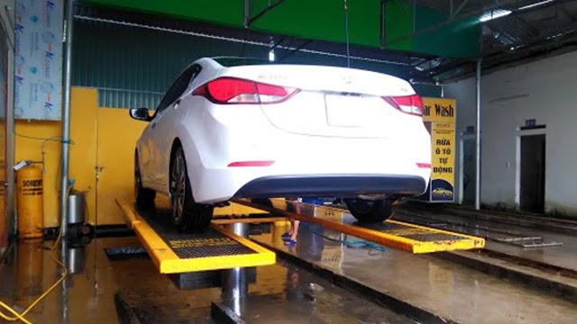 cầu nâng rửa xe oto